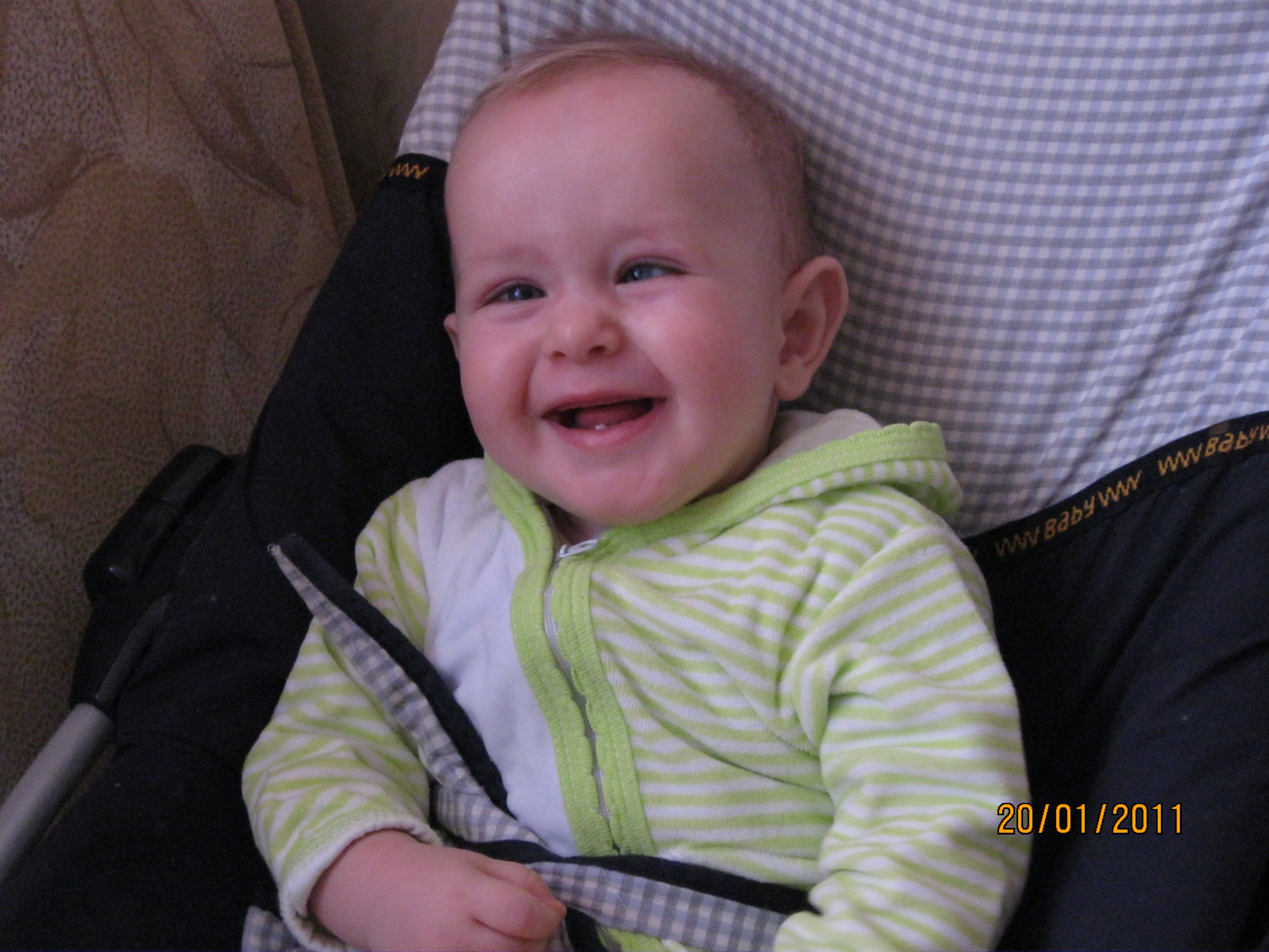 8 месяцев ребенку фото