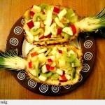 Servirovka fruktovogo salata v korzinochkah iz kozhuryi 3 150x150 Сервировка салатов и десертов в картинках
