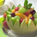 Servirovka fruktovogo salata v korzinochkah iz kozhuryi 4 150x150 Сервировка салатов и десертов в картинках