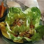 Servirovka salata na kapustnyih listyah1 150x150 Сервировка салатов и десертов в картинках