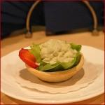 Servirovka salata v korzinochkah iz testa 2 150x150 Сервировка салатов и десертов в картинках