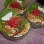 Servirovka salata v kremanke 150x150 Сервировка салатов и десертов в картинках