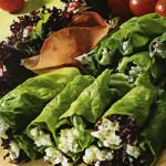 Servirovka salata v trubochkah iz salatnogo lista 150x150 Сервировка салатов и десертов в картинках