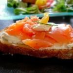 Buterbrodyi otkryityie s tvorogom i kopchenoy krasnoy ryiboy 150x150 Бутерброды открытые с творогом и копченой красной рыбой