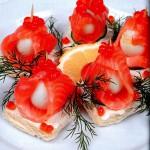 Kanape s krasnoy ikroy semgoy i perepelinyimi yaytsami 150x150 Канапе с красной икрой, семгой и перепелиными яйцами
