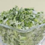 Salatik iz kapustyi belokochannoy s zelenyim lukom 150x150 Салатик из капусты белокочанной с зеленым луком