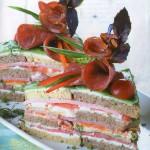 Zakusochnyiy tort s kolbasoy vetchinoy i syirom 150x150 Закусочный торт с колбасой, ветчиной и сыром
