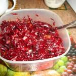 Salat Izyuminka svekolnyiy s izyumom yablokom i chernoslivom 150x150 Салат Изюминка свекольный с изюмом, яблоком и черносливом