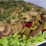 Salatik s gribami otvarnoy govyadinoy i ogurtsami 150x150 Салатик с грибами, отварной говядиной и огурцами