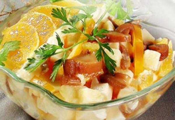 Pikantnyiy salat s apelsinami i syirom Салат из свежих фруктов с орехами и медом