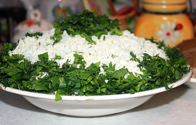 Salatik iz marinovannyih shampinonov i plavlenogo syira Салат с картофелем, сырком и морковкой