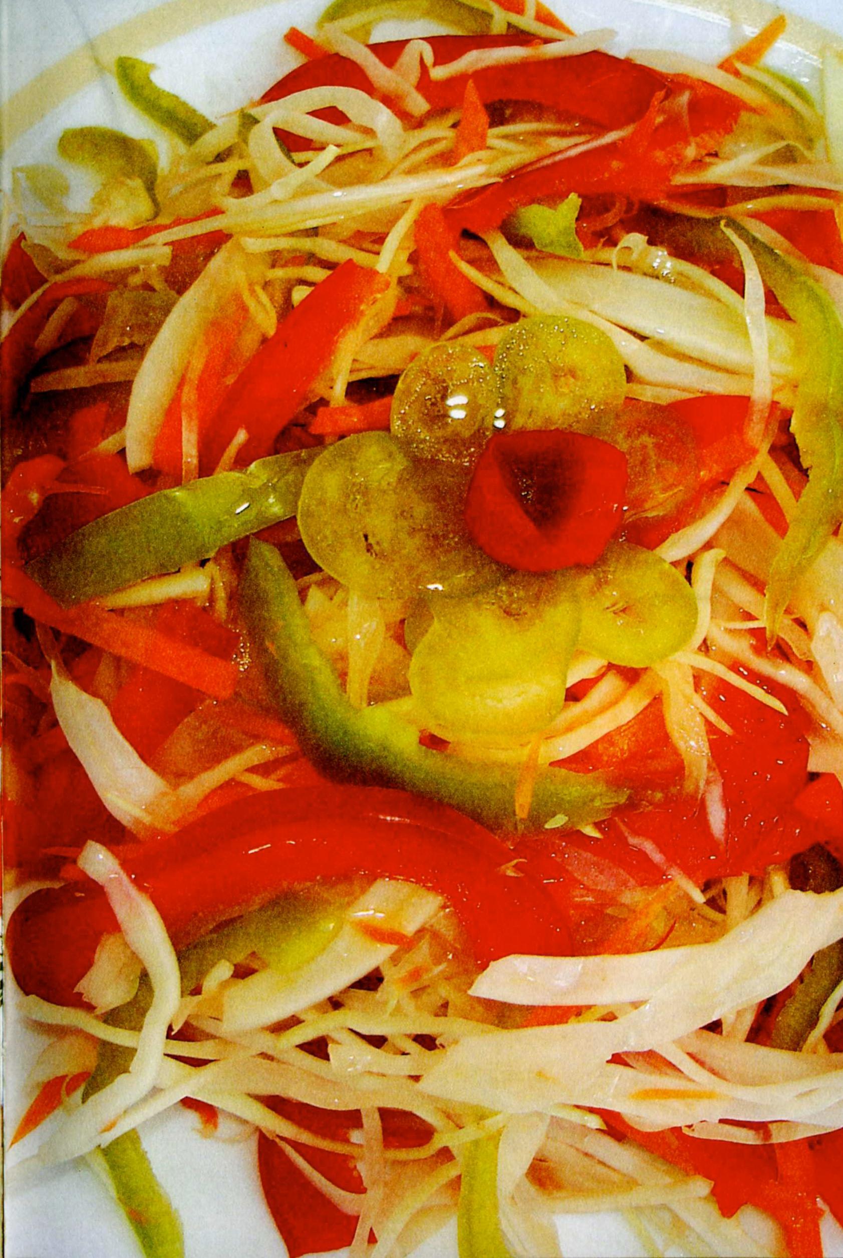 Ovoshhnoy salat iz seldereya pertsa i kapustyi Салат с картофелем, сырком и морковкой