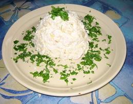 Salatik kurinyiy s ananasami zapravlennyiy smetanoy Бутерброды горячие с ананасами, ветчиной и сыром