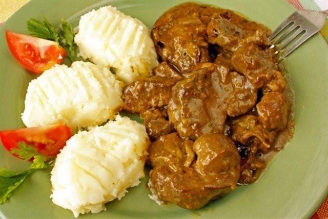 Gulyash s lukom iz legkih Пельмени сибирские с чесноком из мясного ассорти
