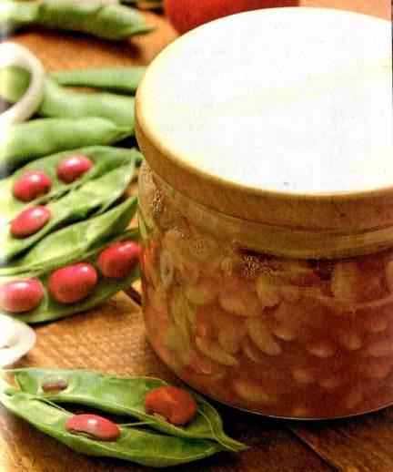 Fasol v tomatnom souse so spetsiyami Макарончики с беконом в готовом томатном соусе