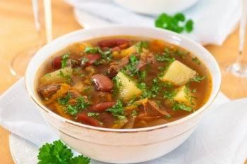 Postnyie shhi s fasolyu i pomidorami Щи со свежемороженной скумбрией