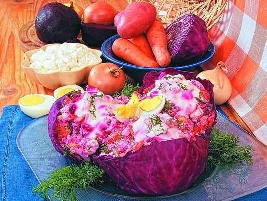 Salat Alyie parusa iz krasnokochannoy kapustyi Слоеный салат с зеленым горошком «Фламинго»