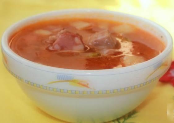 Solyanka s ohotnichey kolbasoy i govyazhim serdtsem Макарончики с беконом в готовом томатном соусе