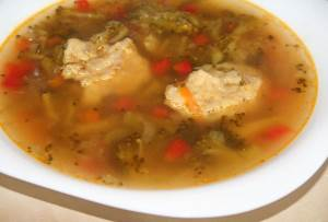 Domashniy kurinyiy supchik s brokkoli i tomatami Домашний куриный супчик с брокколи и томатами