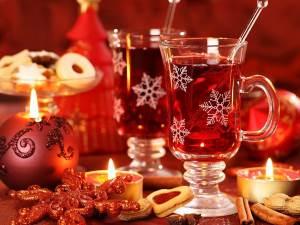 Napitki k Rozhdestvu glintveyn s muskatnyim orehom i goryachiy shokolad s koritsey Напитки к Рождеству   глинтвейн с мускатным орехом и горячий шоколад с корицей