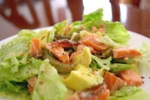 Salat Moryachok Papay Авокадо, фаршированное овощами и креветками