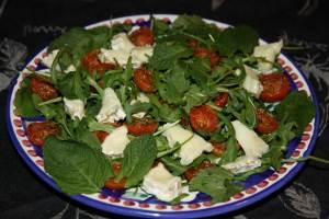 Salat Selskiy s kozim syirom Салат Сельский с козьим сыром