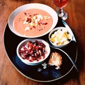 Salmoreho sup iz pomidor Закусочные помидоры с креветками