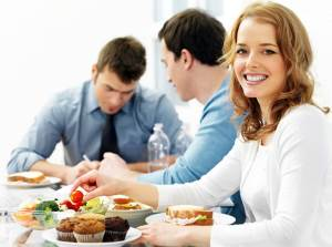 Osnovnyie pravila ofisnogo pitaniya chem perekusit v ofise Каким должен быть правильный завтрак