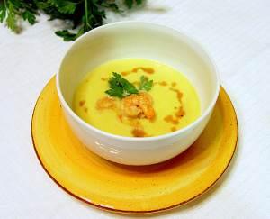 Kukuruznyiy sup krem s varenyimi krevetkami Кукурузный суп крем с вареными креветками