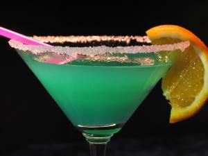 Kokteyl na osnove likera Dallas Напиток мятно ягодный