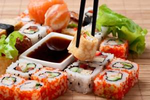 Faktyi pro sushi i rollyi Посуда для суши   важная часть презентации блюда