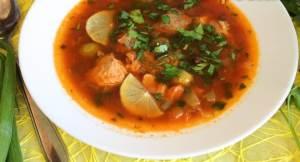 Solyanka assorti iz kopchenoy i svezhey ryibyi s kapersami Лимонный соус для рыбы с цедрой и орегано