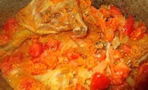 Tushenaya utka s kapustoy i pomidorkami Тушеная парная телятина с тыквой и кукурузой