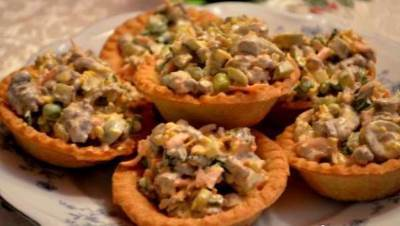 Kostromskoy salat s solenyimi gruzdyami Костромской салат с солеными груздями