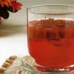 Kompot iz revenya s rayskimi melkimi yablochkami i vishney 150x150 Компот персиковый с медом