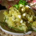 Salatik iz rostbifa soevogo s kartoshkoy i malosolnyimi ogurchikami 150x150 Пасхальные яички в полосочках бекона под горчичным соусом