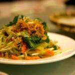 Tayskiy salat iz mango i zeleni 150x150 Острый салат из креветок, фасоли, перца и яичной лапшей