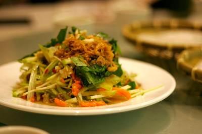Tayskiy salat iz mango i zeleni Тайский салат из манго и зелени