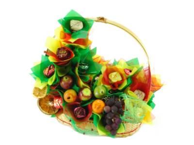 Buket iz fruktov     ochen originalnyiy i nezabyivaemyiy podarok k lyubomu torzhestvu 2 Букет из фруктов – очень оригинальный и незабываемый подарок к любому торжеству