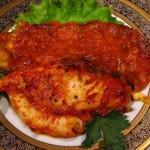 TSyiplenok pod tomatnyim sousom 150x150 Цыпленок с овощами под нежным соусом по венгерски