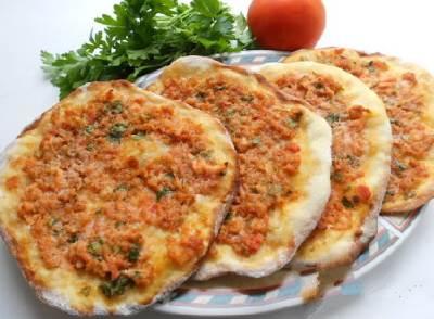 Lepeshki s myasom ovoshhami i syirom k zavtraku Лепешки с мясом, овощами и сыром к завтраку