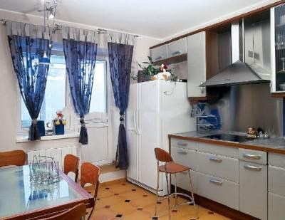 Gramotnyie sovetyi po priobreteniyu kuhonnoy vyityazhki v magazine e`lektroniki Грамотные советы по приобретению кухонной вытяжки в магазине электроники