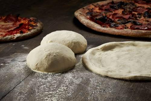 Pitstsa ploskie italyanskie lepeshki s nachinkoy Пицца   плоские итальянские лепешки с начинкой