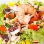 Salat s morskim kokteylem myagkim syirom i avokado 150x150 Сёмга в соусе из зеленого авокадо и сливок