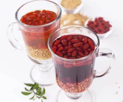 Kokteyl s semenami lna i yagodami Godzhi Коктейль с семенами льна и ягодами Годжи