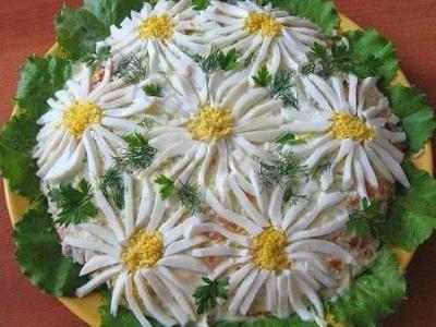Salat sloyami s gribami Romashka Салат слоями с грибами Ромашка