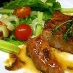 Steyk iz svininyi v neobyichnom sladko kislom souse 150x150 Утиные голени в винном соусе с карамелизированными грушами