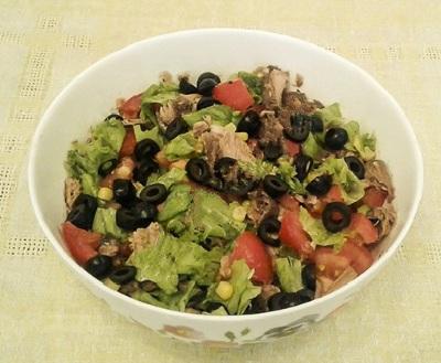 Salat syitnyiy s tuntsom i gribami Салат сытный с тунцом и грибами