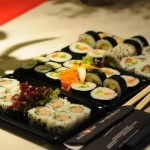 Kulinarnyiy shedevr pod nazvaniem Sushi 150x150 Посуда для суши   важная часть презентации блюда