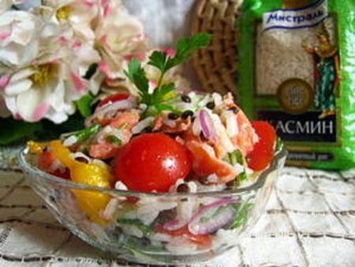 Salat s chechevitsey semgoy risom i svezhimi ovoshhami Салат с чечевицей, семгой, рисом и свежими овощами